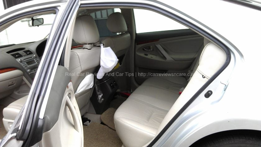 Toyota Camry 2.0G 2011 Spacious with air-con vent rear seats