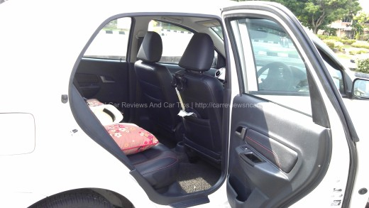 Saga FLX 1.6 SE Rear Seats