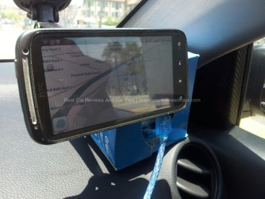 Car Cradle GripGo with Waze on HTC Sensation