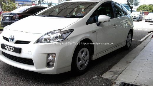 White Toyota Prius Luxury Front View