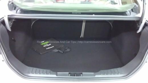 Ford Focus 2.0L Titanium Large Trunk