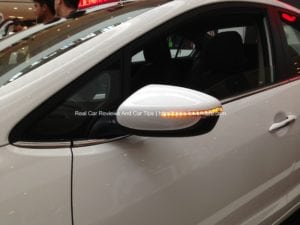 How to use side mirror for parking