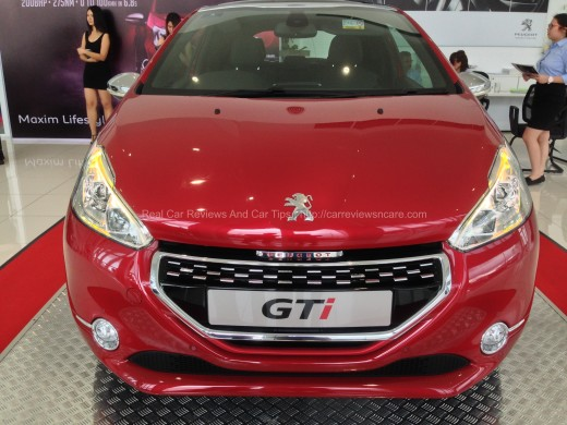 Peugeot 208 GTi Front View