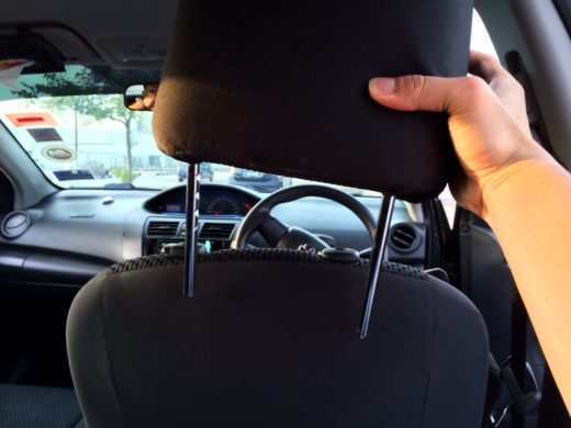 Remove the headrest of the car seat