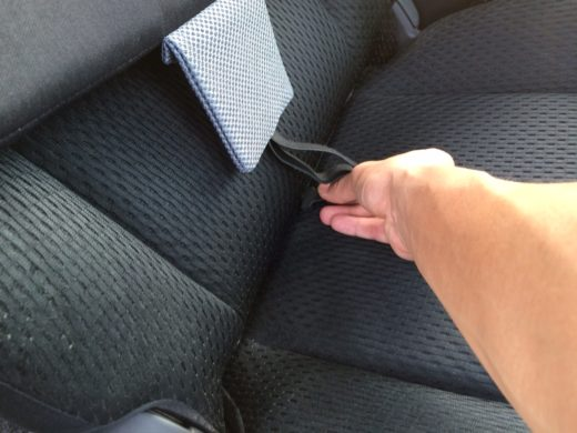 Buckle to be slot in through the gap between to upper side and bottom side seat