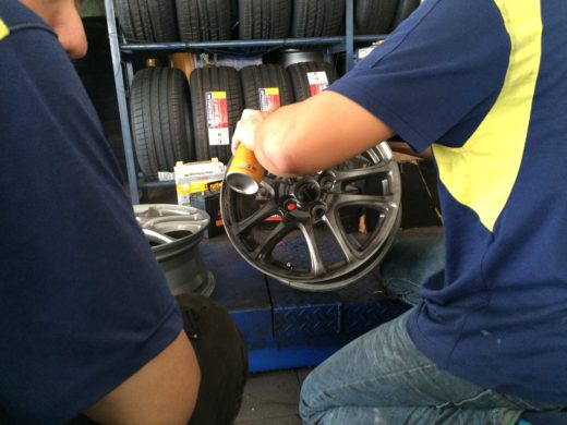 Spraying the Colorful Rubber Paint Film on the TRD Wheel