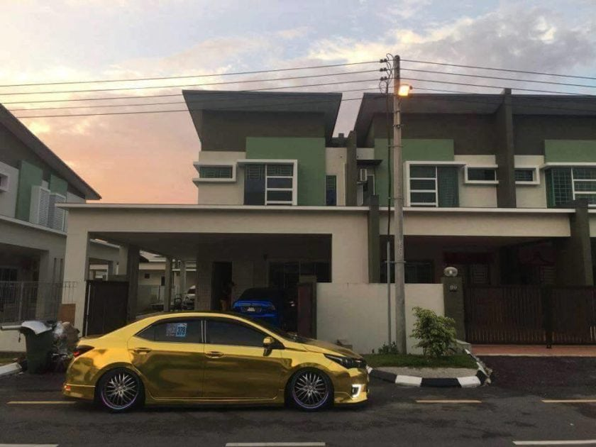 Side view of Gold Toyota Altis